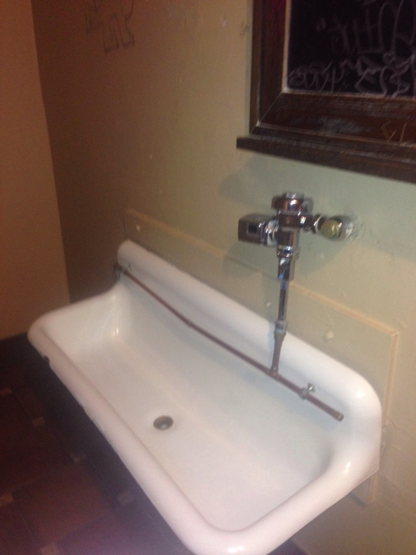 Nitelite Lounge: Classic Old and Dirty! They havetroughs!